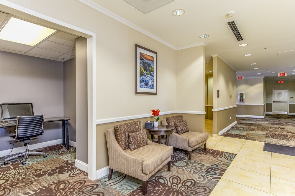 Gallery image of Ramada by Wyndham Charleston