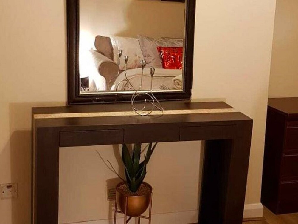 Classic Apartment in Leeds Near Roundhay Park