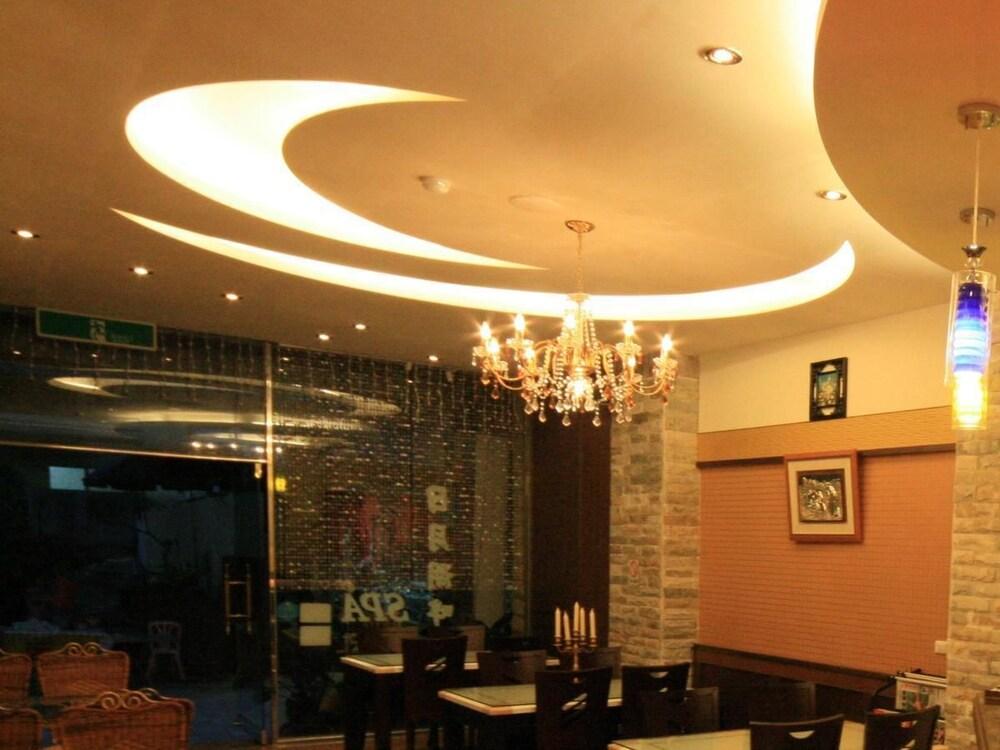 Ri Yue Hu Pan Hotel