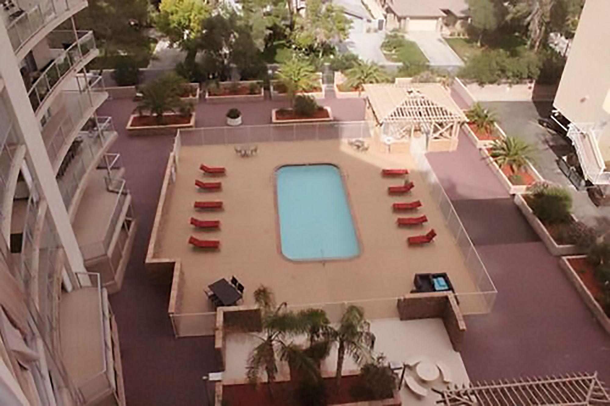 AAA 3 Bedroom Convention Center Luxury Condos