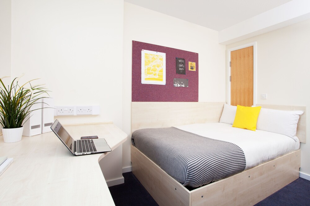 Modern Student Only Ensuite Rooms in Leeds City Centre