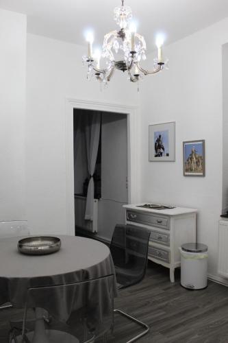 Apartment 19