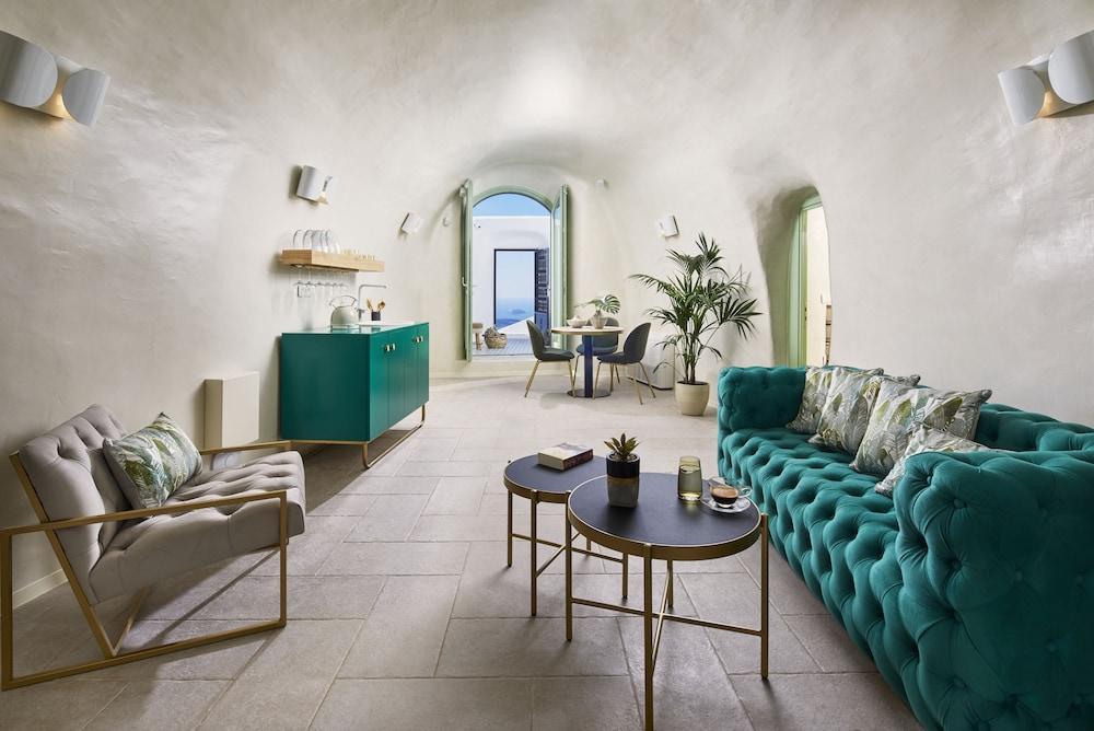 Gitsa Cliff Luxury Villa