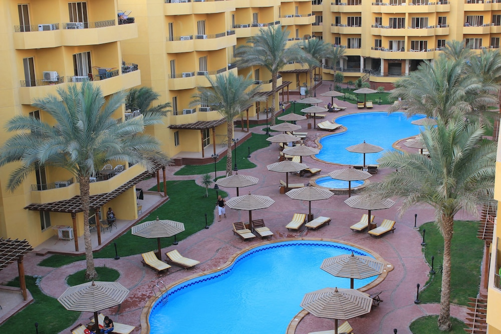 Pool View Apart At British Resort 252