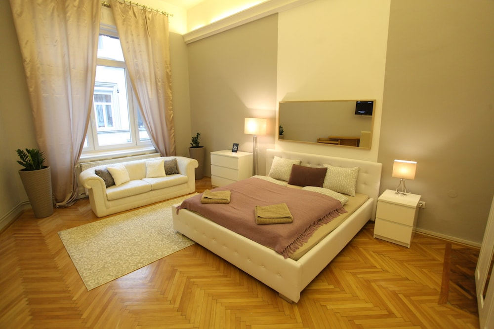 Dfive Apartments Zichy