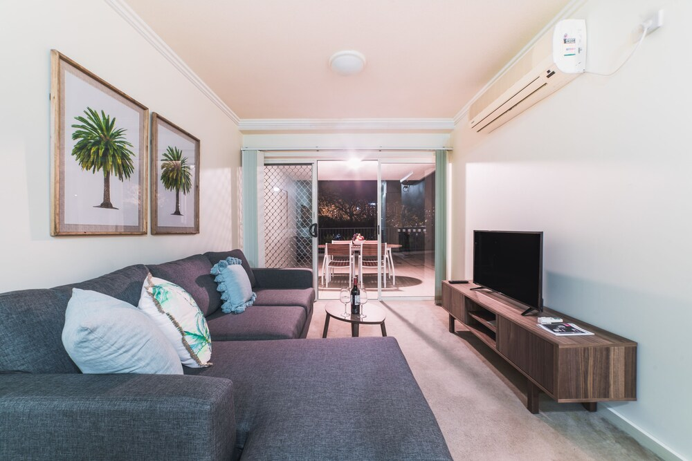 Absolute Riverfront One Bedroom Apartment