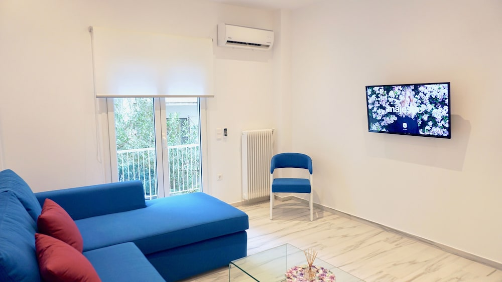 Central Bright Apt in Athens near Metro