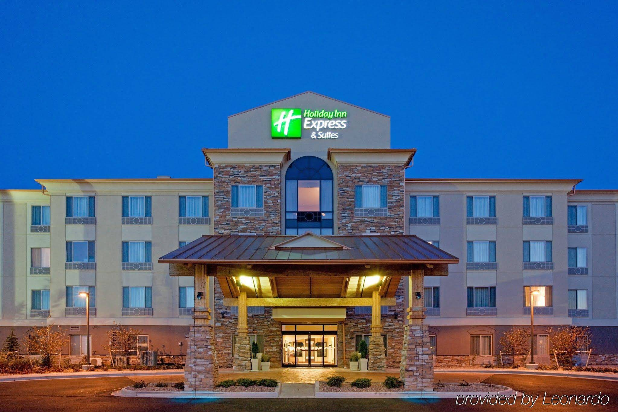 Holiday Inn Express Hotel & Suites Denver Airport on