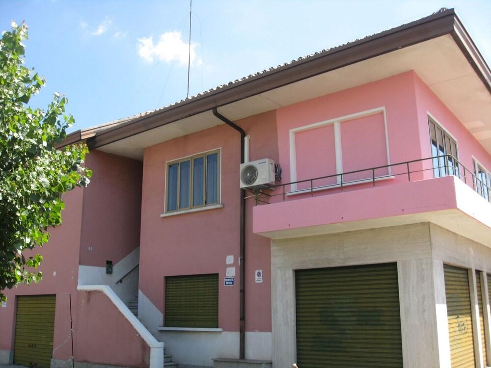 Rosa Cottage