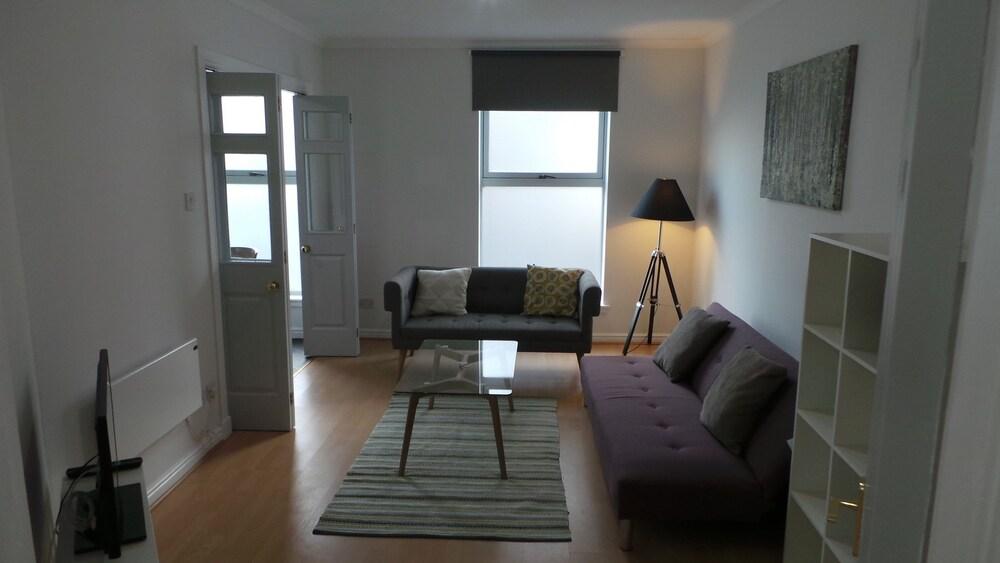 Oxford Street Apartments