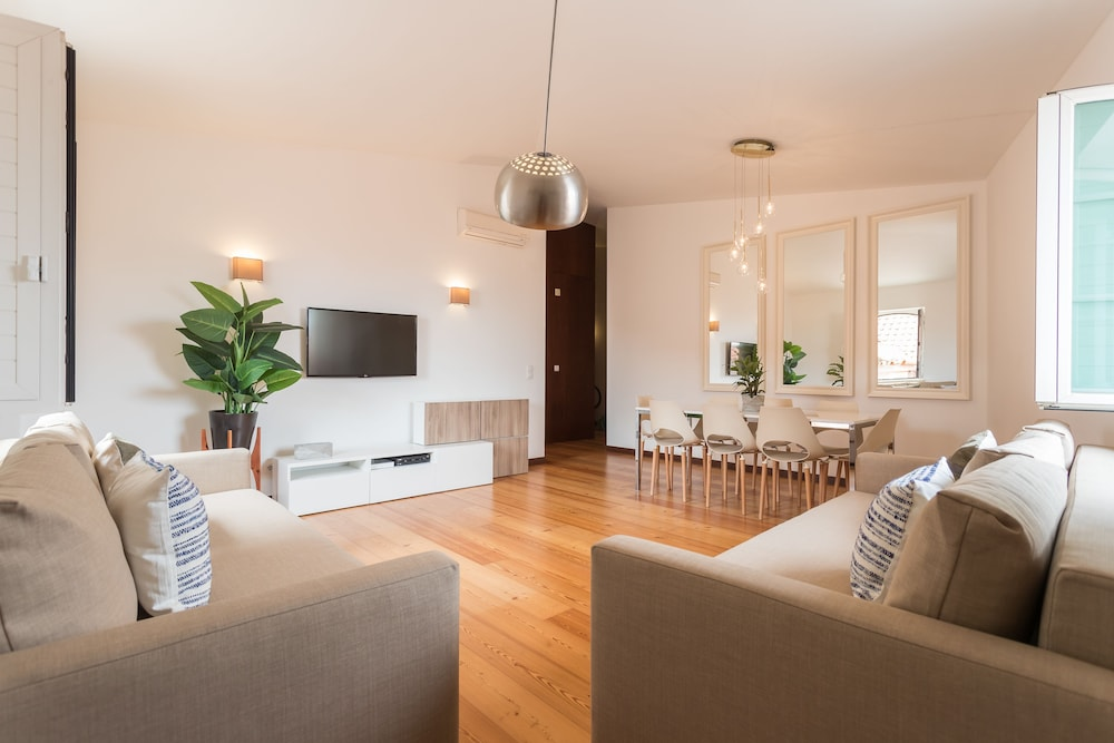 Alfama Modern Two Bedroom Apartment w River View and Parking by LU