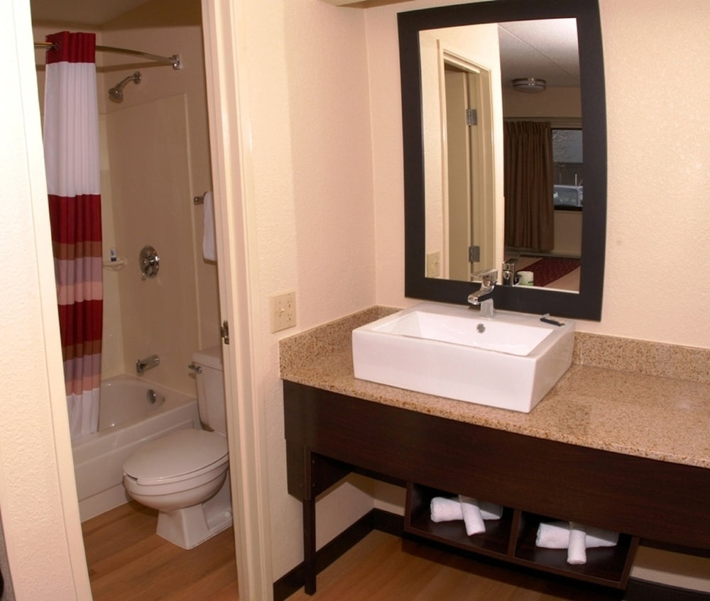 Gallery image of Red Roof Inn PLUS Mt Pleasant Patriots Point