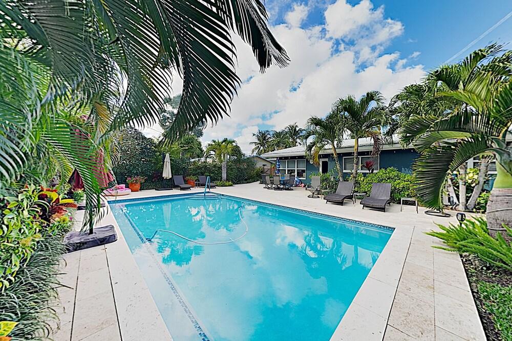 Lush Tropical W Private Pool Near Beach 3 Bedroom Home
