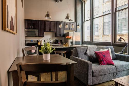 Bright Strip District Apartments by Frontdesk