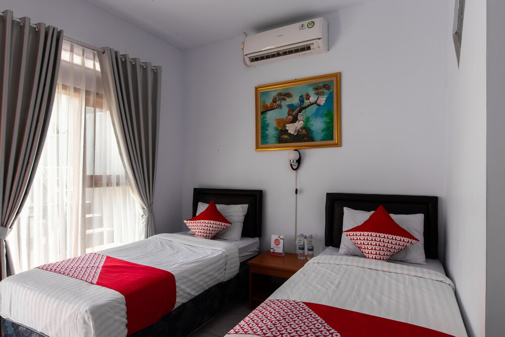 Gallery image of OYO 569 Cigadung Guest House