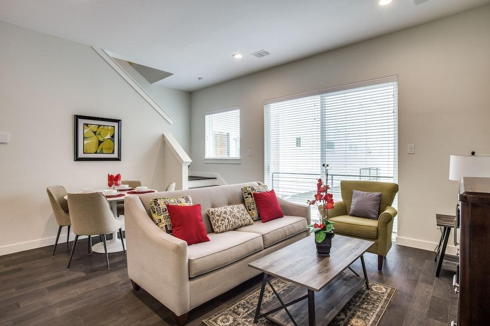 Upscale 2 bedroom Dallas TownHome