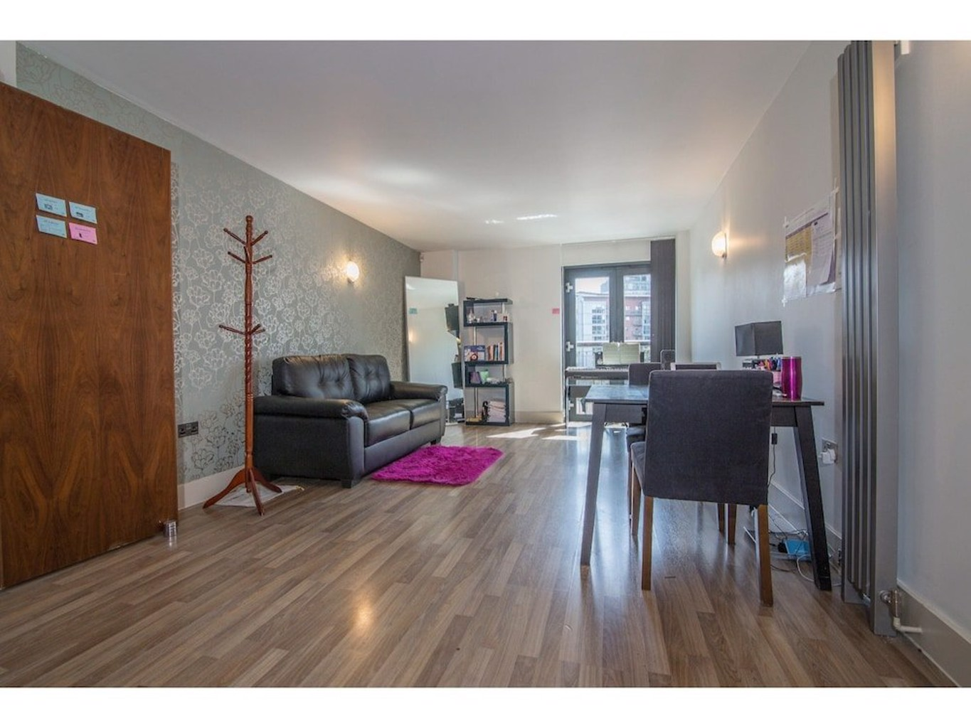 Modern Spacious 1BR Central Manchester Flat for 2