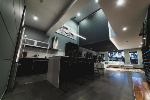 RAI Properties Stunning 3 Bedroom Penthouse with Roof Deck