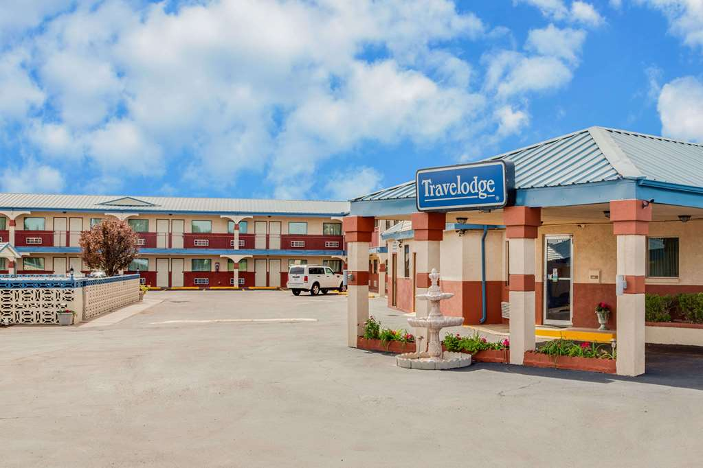 Gallery image of Travelodge by Wyndham Memphis