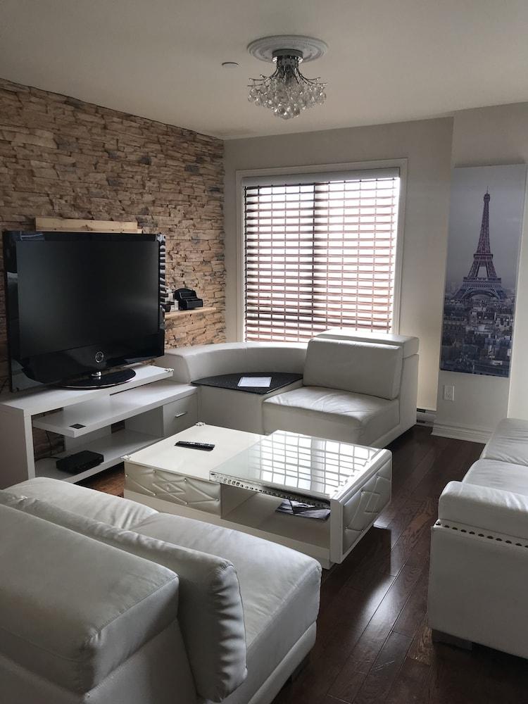Laval centre apartment