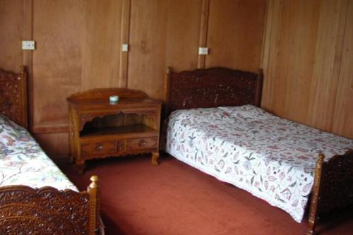 4 BHK Houseboat in Dal Lake Srinagar by GuestHouser