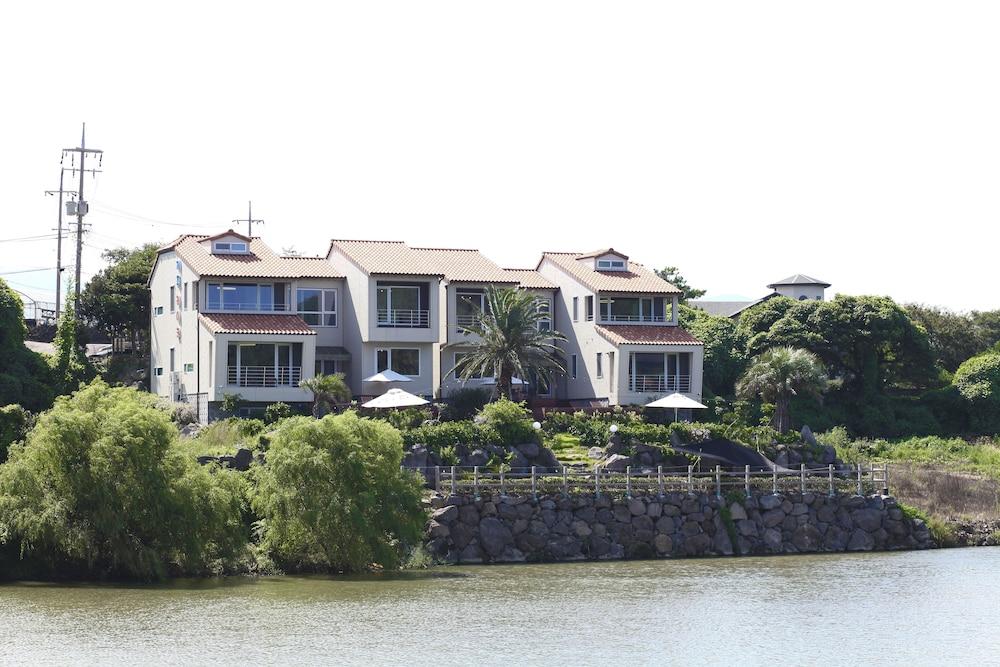 Jeju Lake Pension