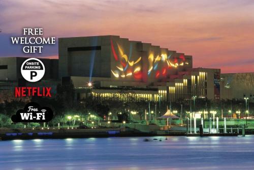 City Sunsets & South Bank CBD Views Pool Netflix
