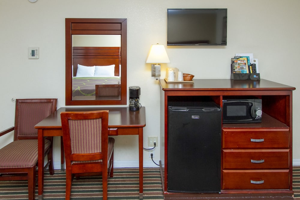 Gallery image of Travelodge by Wyndham Fresno Convention Center Area