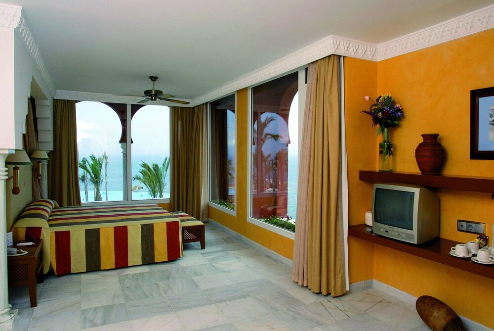 Gallery image of Playacalida Spa Hotel Luxury