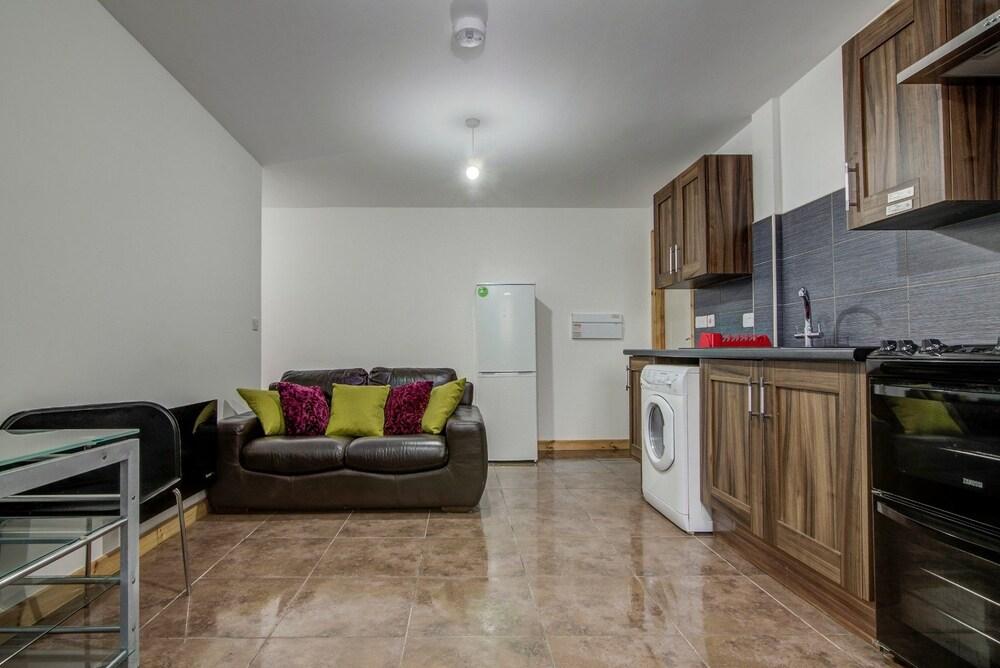 2 Bedroom Apt 10 Luxury Apartments Throstles Nest