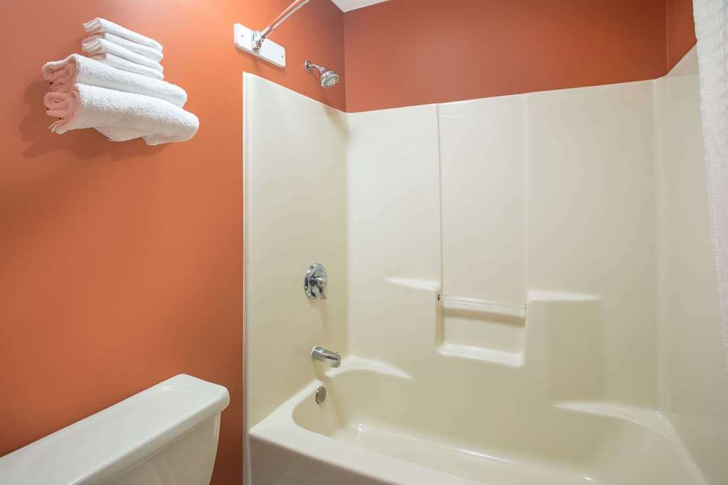 Gallery image of Travelodge by Wyndham Commerce GA Near Tanger Outlets Mall