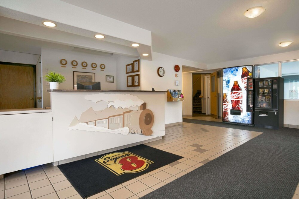 Gallery image of Super 8 by Wyndham Revelstoke BC