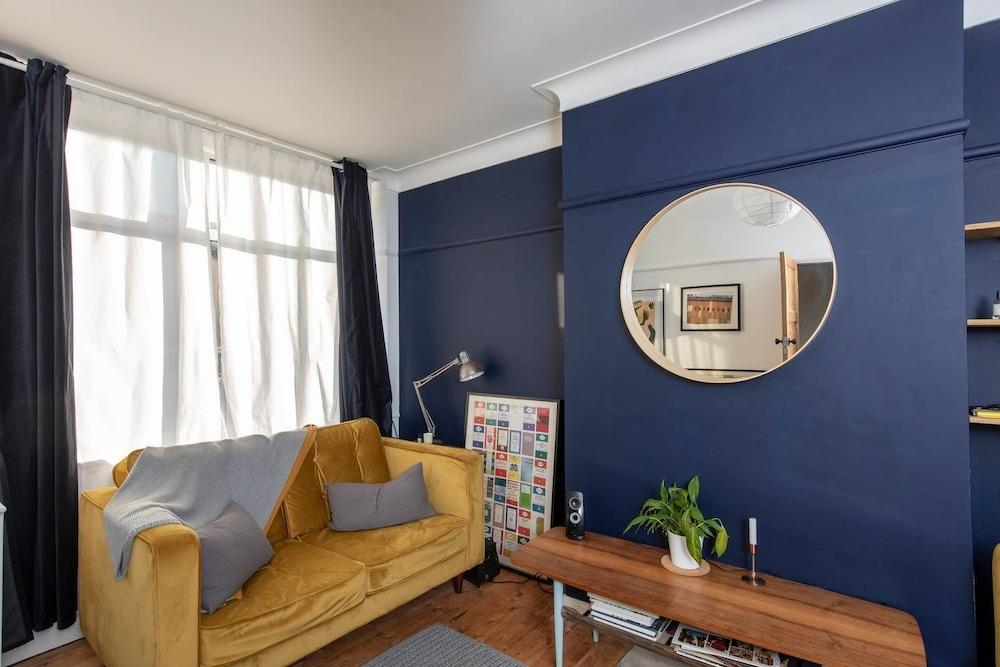 3 Bedroom Chorlton Town House by GuestReady