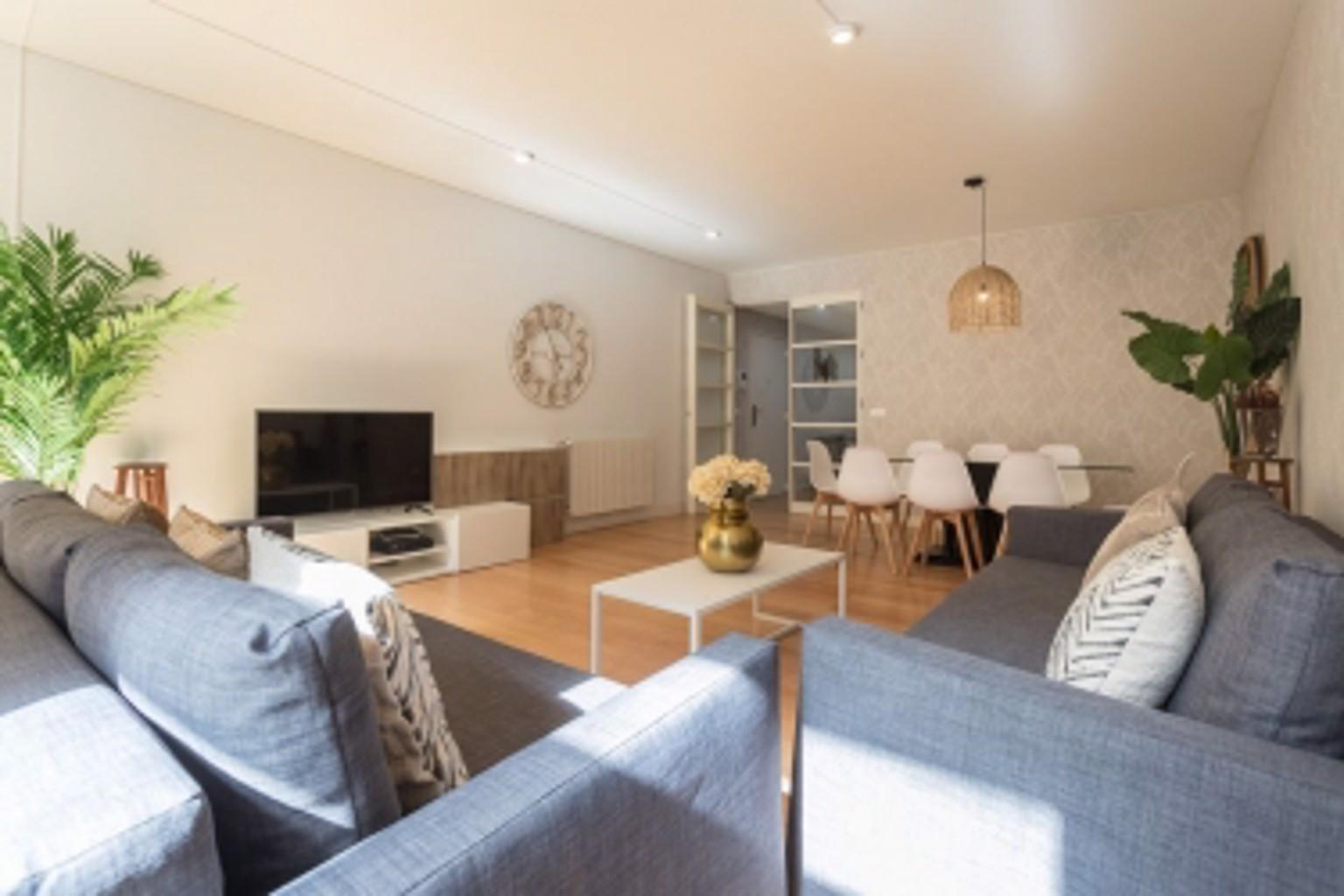 Chiado Modern Three Bedroom Apartment by LU Holidays