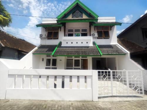 Simply Homy Guest House Gembiraloka