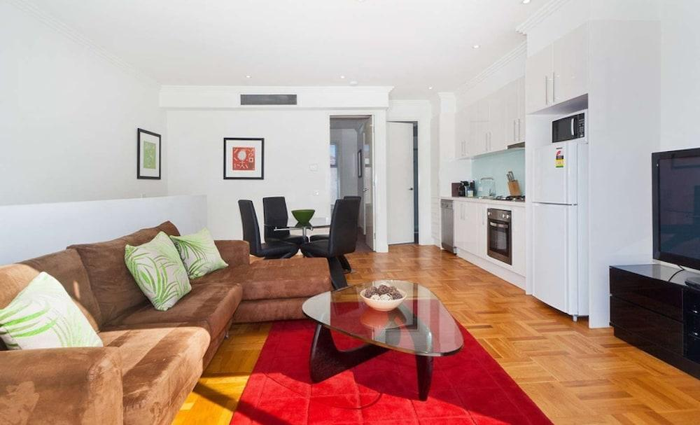 Caulfield Executive Apartment