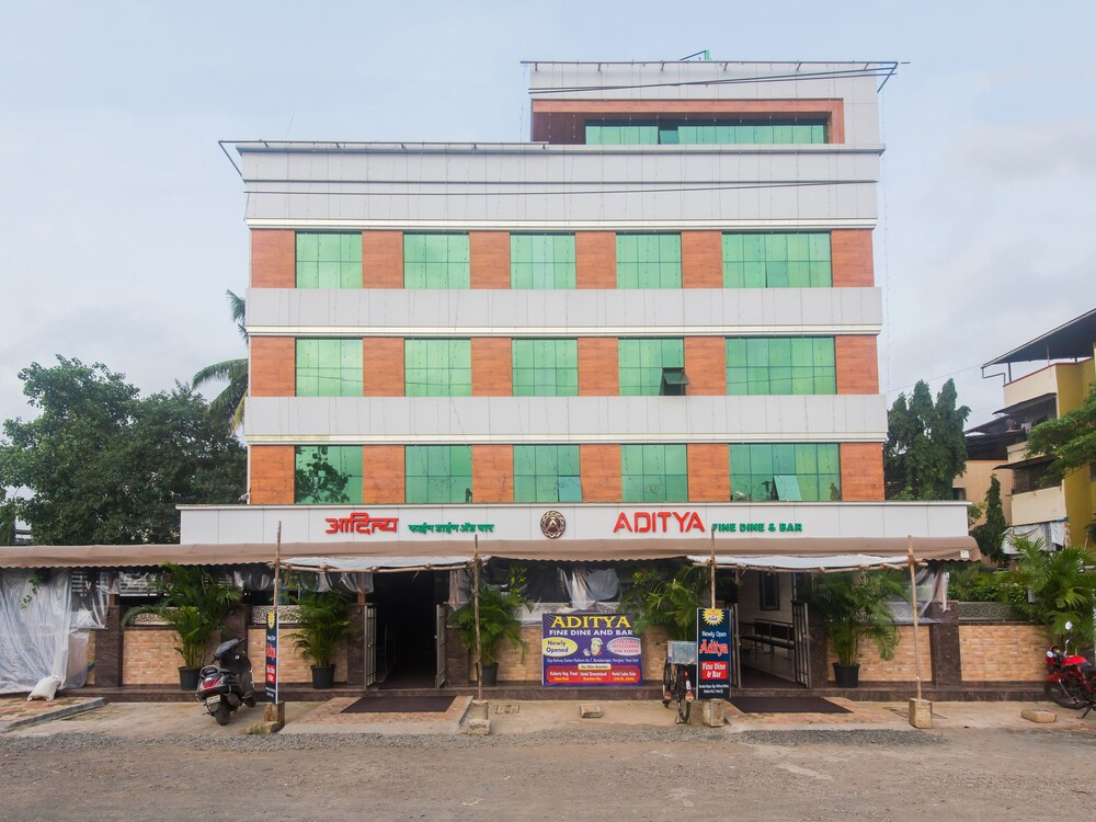 OYO 16718 Hotel Aditya Residency