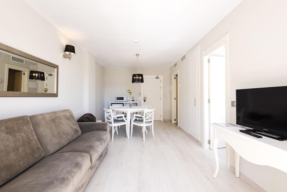 Gallery image of Alcudia Garden Aparthotel