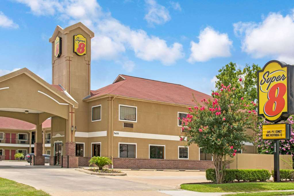 Gallery image of Super 8 by Wyndham Houston Brookhollow NW