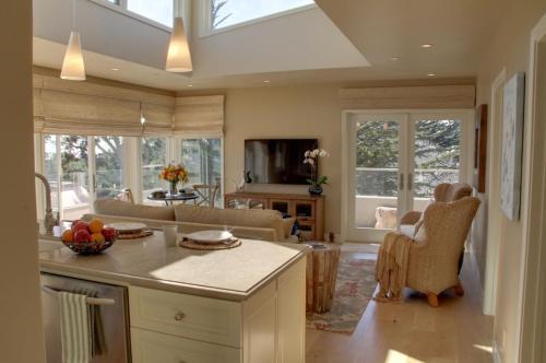 3580 The Carmel Penthouse