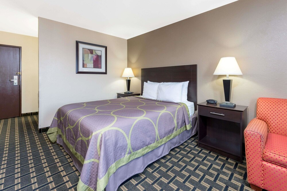 Gallery image of Super 8 by Wyndham Springfield East