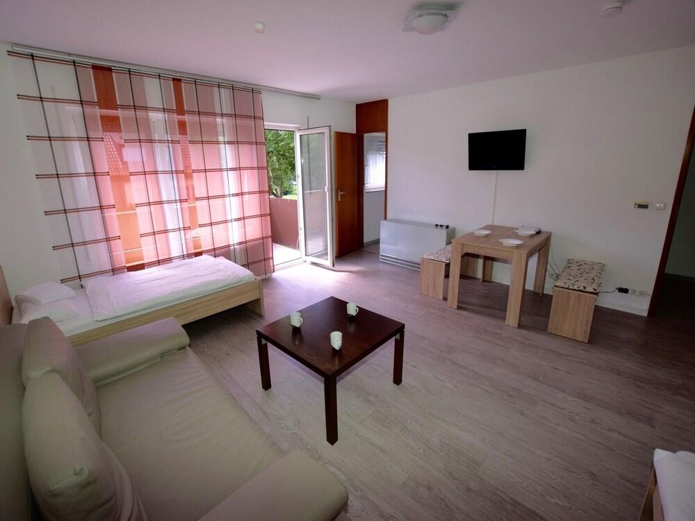 AB Apartment 14