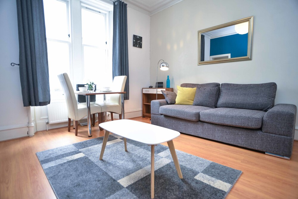 Modern Flat in Rosemount City Centre