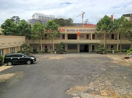 Gallery image of Duy Tan Hotel