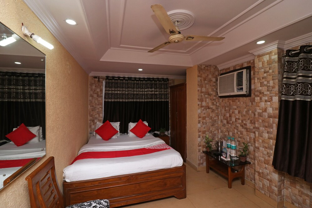 OYO 16209 Hotel Ambar Palace
