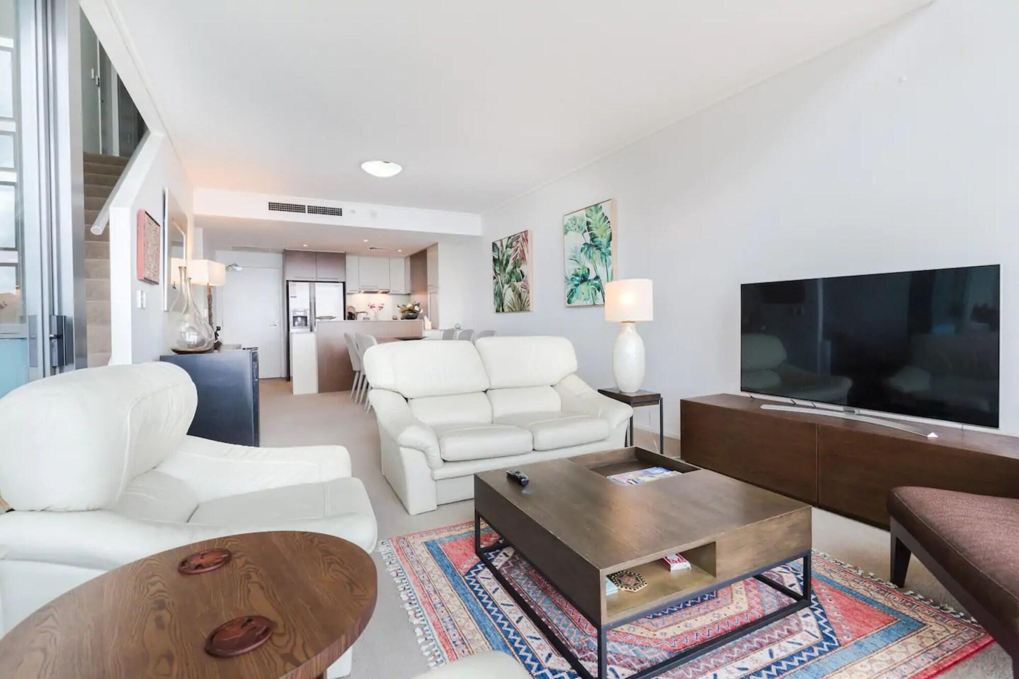 Luxury CBD 3 Bedroom Sky Home With Gorgeous River Views