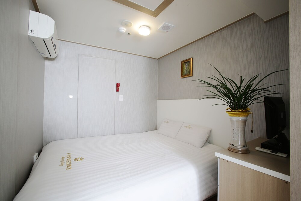 Gallery image of K POP Residence Myeongdong 1
