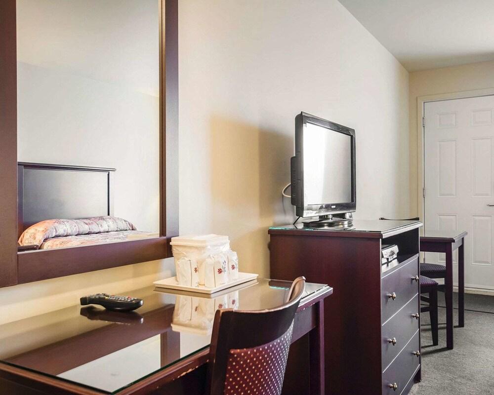 Gallery image of Econo Lodge Levis