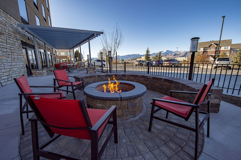 Gallery image of Holiday Inn Express & Suites Colorado Springs AFA Northgate