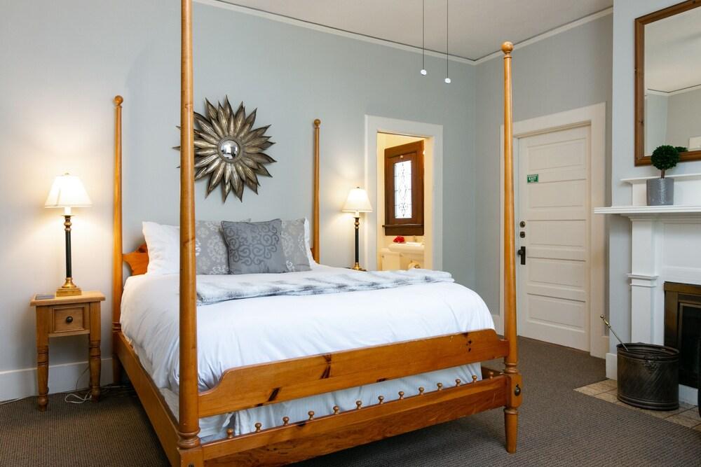 New Listing The Sommerset Suite At De La Vina Inn Studio Bedroom Hotel Room